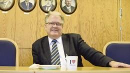 Pirkanmaan maakuntajohtaja Esa Halme kannusti vierailullaan Kuhmoisia aktiivisuuteen päättäjien suuntaan. Kuva: Päivi Hotokka