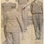 Kuva Soini Nikkisestä palkintojenjaossa Kuhmoisten Sanomissa 24.6.1956