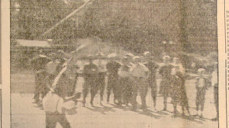 Kuva Soini Nikkisen heitosta Kuhmoisten Sanomissa 30.6.1956. (Kuhmoisten Sanomien arkisto)