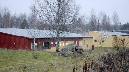 Pajatiellä sijaitsevat Merocapin ja Puulonin toimitilat ovat nykyään kunnan omistuksessa. Nyt yrittäjillä on tilaisuus ostaa kiinteistöt itselleen. Kuva: Anna Karhila