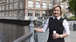 Kuhmoisten kunnanjohtaja Anne Heusala on osittaisella virkavapaalla ja toimii myös projektipäällikkönä Pirkanmaan maakuntauudistusta valmistelevassa organisaatiossa. Kuva: Sari Heliövaara